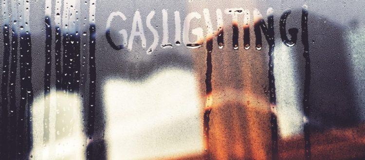 Il gaslighting: una forma di manipolazione psicologica